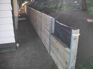 Retaining wall systems with steps retaining wal